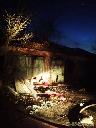 У Житомирі рятувальники ліквідували загоряння не діючої будівлі складу