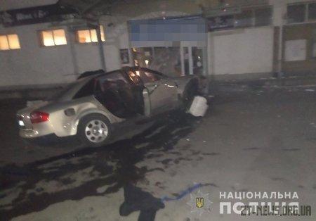 У Малині п'яний водій Audi вилетів на парковку та зіткнувся зі стіною
