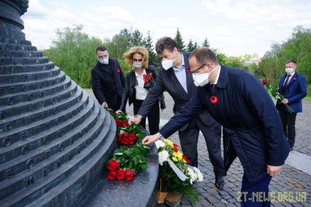 В обласному центрі влада вшанувала пам'ять загиблих у Другій світовій війні та привітала ветеранів