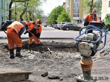 На Великій Бердичівській триває ремонт дороги