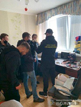 У Житомирі поліцейські припинили діяльність інтернет-магазина з продажу наркотиків
