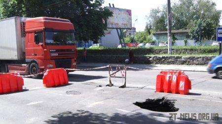 Через зношені мережі у Житомирі провалився каналізаційний колектор