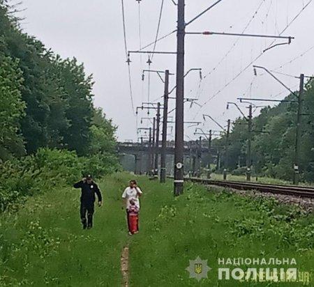 На Житомирщині поліцейські врятували жінку, яка хотіла разом із донькою покінчити життя самогубством