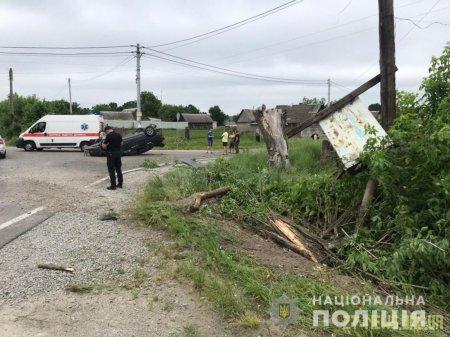 У Житомирському районі через несправне колесо перекинувся легковик