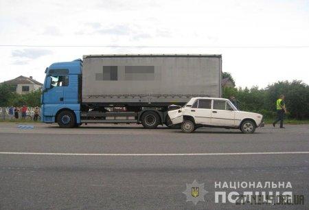Поблизу Бердичева зіткнулись 3 автомобілі: один з водіїв загинув