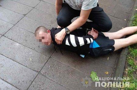 У Житомирі правоохоронці затримали квартирного злодія, який за день обікрав 2 оселі