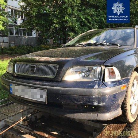 У Житомирі патрульні розшукали п'яного водія, який зник з місця ДТП