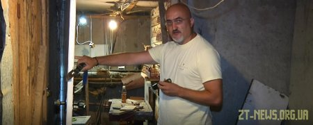 У житомирянина, який виготовляє іграшки з дерева, невідомі викрали робочі інструменти