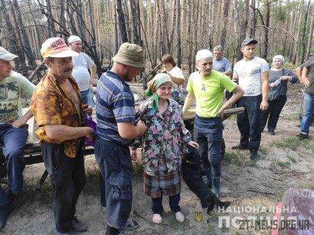 На Житомирщині поліція і громада знайшли 83-річну пенсіонерку, яка дві доби блукала у лісі