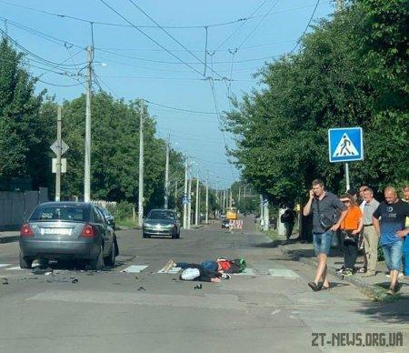 У Житомирі внаслідок ДТП загинув мотоцикліст, пасажир у лікарні