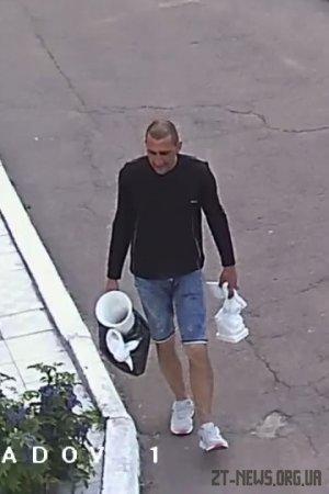 У Житомирі знайшли чоловіка, який вкрав статуї янголів та вазу на військовому кладовищі