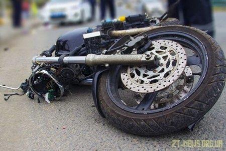 У Малині мотоцикліст в'їхав у вантажівку
