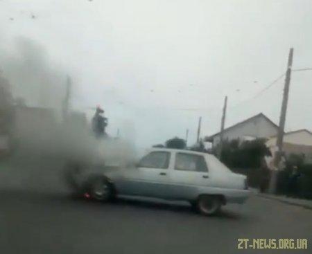 У Житомирі під час руху зайнявся автомобіль