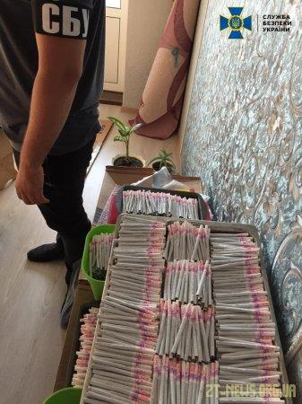 СБУ блокувала масштабний збут контрафактних цигарок, який організували жителі Житомирщини