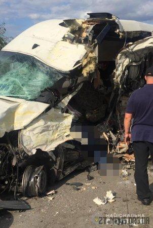 На трасі Київ-Ковель в маршрутку в'їхала вантажівка: загинуло 4 людей