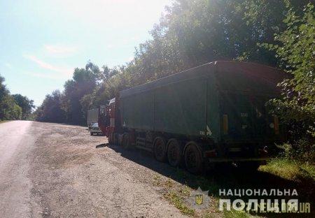 Поблизу Житомира поліція затримала дві фури з львівським сміттям