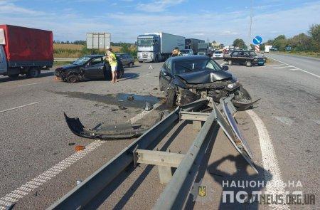 На трасі Київ-Чоп в ДТП постраждала жінка та двоє дітей