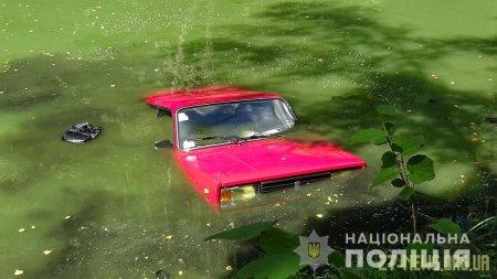 Поблизу Житомира у водоймі виявили утоплений автомобіль з тілом водія