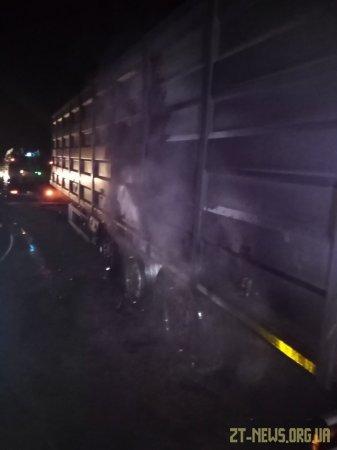 Поблизу Житомира загорілася вантажівка з зерном