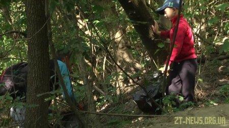 У Всесвітній день прибирання житомиряни збирали сміття у парках