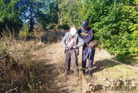 На Житомирщині жінка впала в яму і провела там цілу ніч
