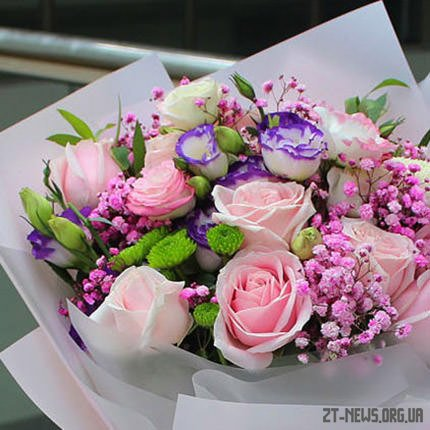 Привезення квітів з доставкою по Житомиру до свята – зручна та корисна послуга