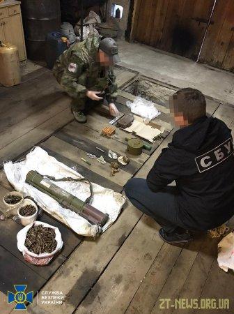 СБУ затримала у Житомирській області організатора угруповання, яке постачало зброю кримінальникам