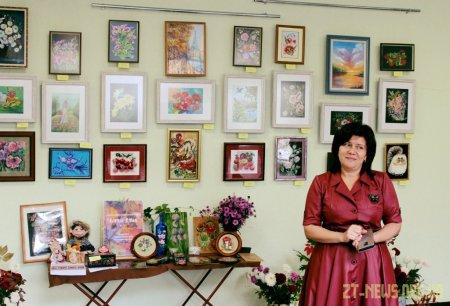 До Міжнародного дня людей похилого віку у Житомирі відкрилась виставка «Барви душі»