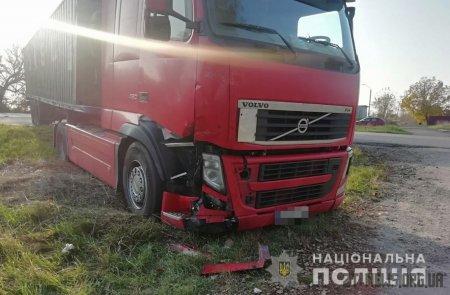 Поблизу Житомира вантажівка зіткнулася з легковиком: 1 людина потрапила до лікарні