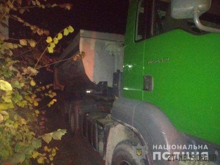 У Коростенському районі правоохоронці виявили вантажівку, що перевозила пісок без документів