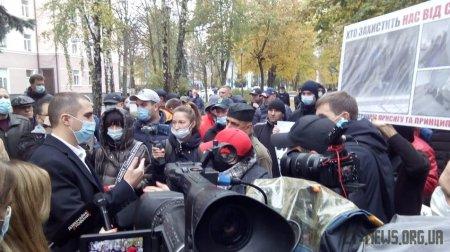 В Житомирі під стінами Нацполіції області протестували проти протиправних дій працівників поліції