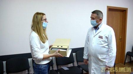 Волонтерка зібрала гроші та придбала Житомирській дитячій лікарні сканер для вен