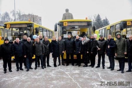 16 шкільних автобусів отримали громади області