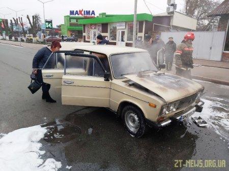 На Житомирщині посеред дороги загорівся ВАЗ
