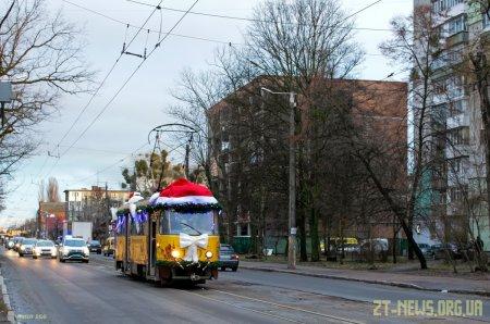 Житомиром курсував музичний трамвай з казковими героями