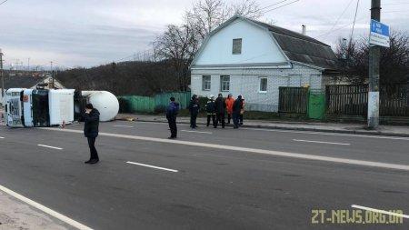 У Житомирі перекинулася автоцистерна з газом