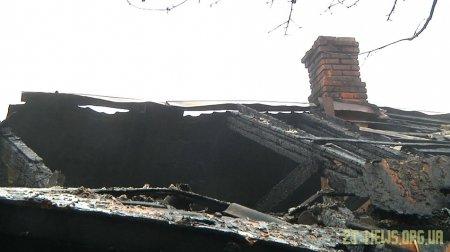 Погорільці п'ятиквартирного будинку у Житомирі самотужки ліквідовують наслідки пожежі