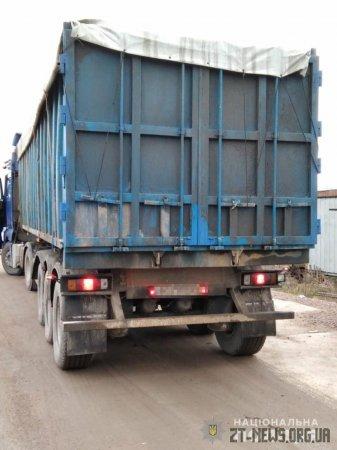 У Коростенському районі поліцейські затримали дві вантажівки з сміттям