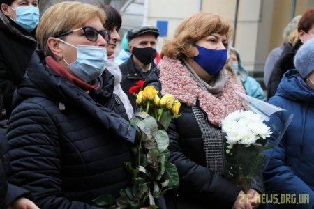 На фасаді будівлі дитячої лікарні встановили меморіальну дошку Володимиру Башеку