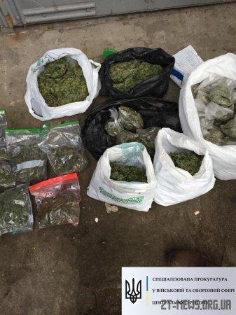 В Житомирі затримали військових, які виготовляли і збували наркотики