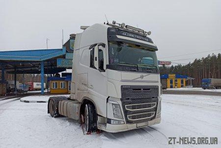 Нещодавно викрадену вантажівку виявили на українсько-білоруському кордоні