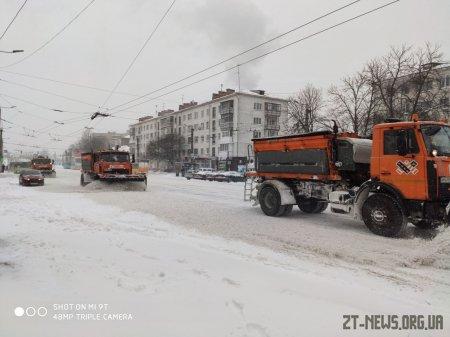 Триває прибирання вулиць міста від снігу