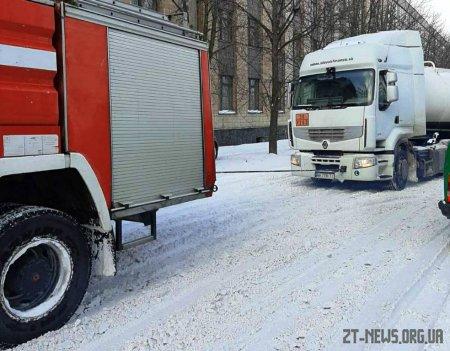 Упродовж доби рятувальники області надавали допомогу водіям вантажівок та швидких