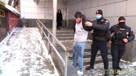 У центрі Житомира чоловік з ножем кидався на перехожих