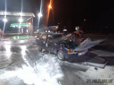 На Житомирщині поблизу мийки АЗС спалахнула автівка: водій у реанімації