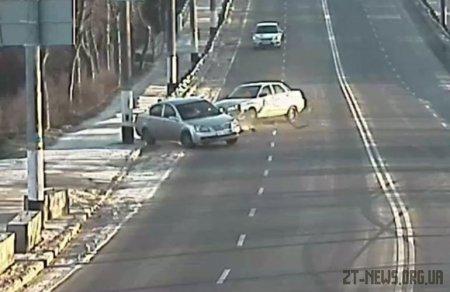 Камери відеоспостереження зняли момент ДТП поблизу Чуднівського мосту