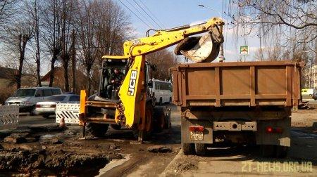 На вулиці Східній прорвало колектор - триває ремонт