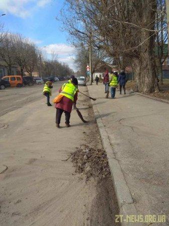Комунальні служби міста розпочали весняну толоку