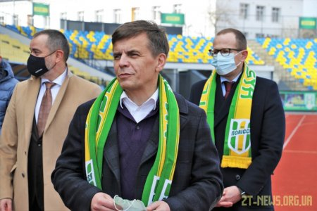 На оновленому центральному стадіоні після 16 років перерви ФК «Полісся» зіграв з херсонським «Кристалом»