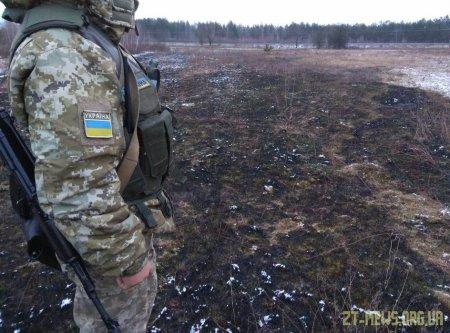 На Житомирщині прикордонники затримали чоловіків, які підпалювали суху траву